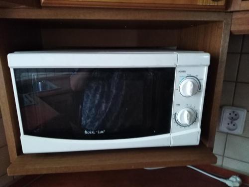 Televízia a/alebo spoločenská miestnosť v ubytovaní Prenájom izieb v Stupave .