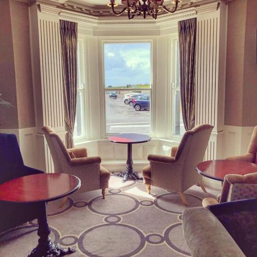 A seating area at Yeats Country Hotel, Spa & Leisure Club