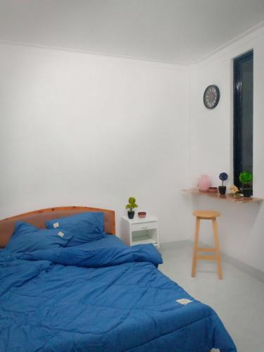 A bed or beds in a room at Na Na homestay