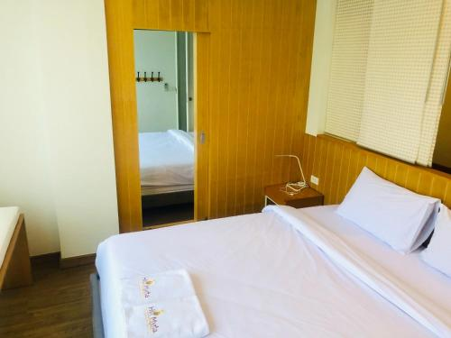 A bed or beds in a room at Hill Myna Condotel