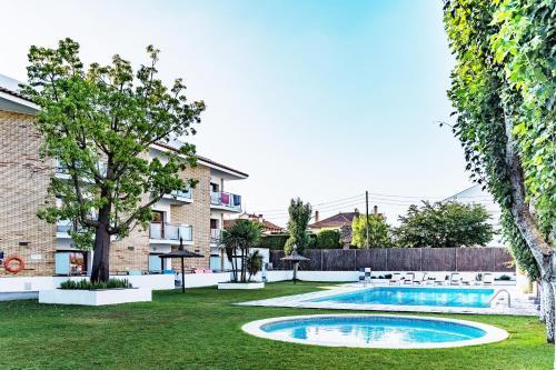 The swimming pool at or close to Apartamentos Sunway Apollo