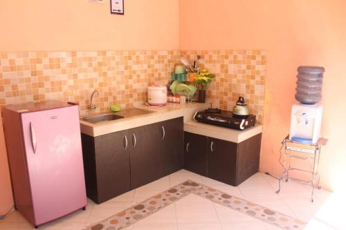 A kitchen or kitchenette at Vino House
