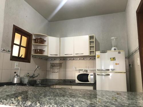 A kitchen or kitchenette at Apto Amplo - Menino Deus