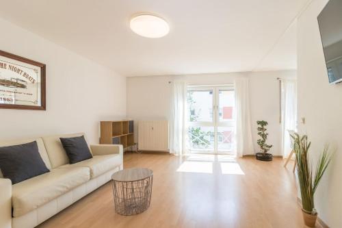 A seating area at Premium 2 room apartment 10 min Uni, 4 min City