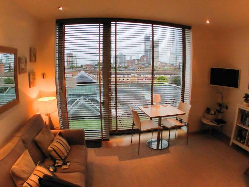 O zonă de relaxare la The Maltings Tower Bridge Apartment