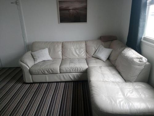 A seating area at Mowbray Apartments