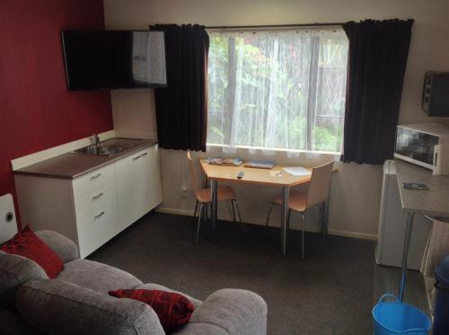 A kitchen or kitchenette at Studio @14 - Motueka