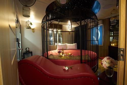 Cozi 9 Hotel - Theme Hotel