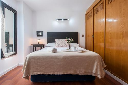 A bed or beds in a room at SUPER DUPLEX IFEMA - AEROPUERTO