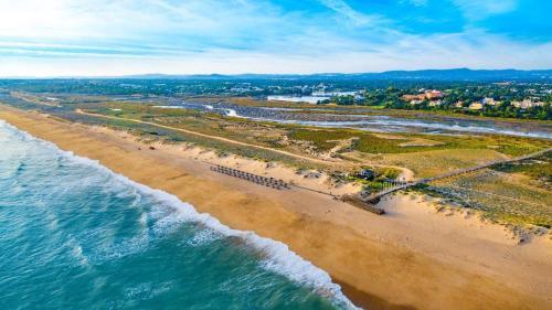 A bird's-eye view of Quinta do Lago, Victory Village Club T1