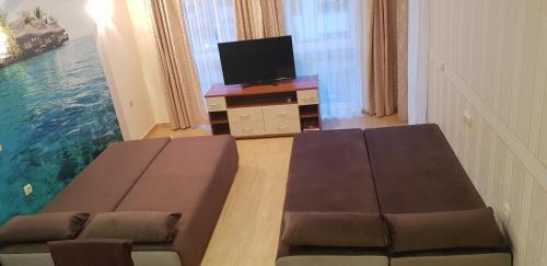 Televízia a/alebo spoločenská miestnosť v ubytovaní Aqua Dreams