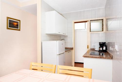 Een keuken of kitchenette bij Apartamentos las Góndolas