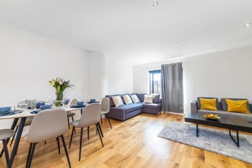 Ein Sitzbereich in der Unterkunft Stunning Spacious 2 Bed 2Bath Kensington SW7 Apartment