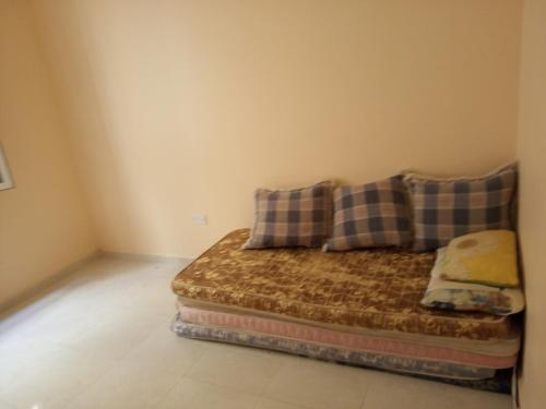 Giường trong phòng chung tại Single lovely room in quiet place, clean and friendly