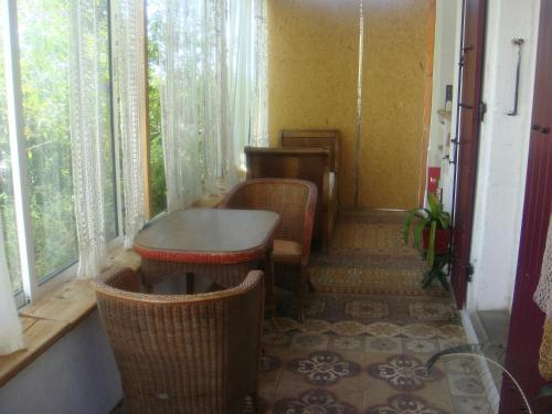 A seating area at Bastide
