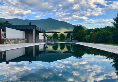 Het zwembad bij of vlak bij Vivere Suites & Rooms