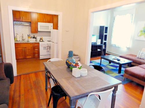 A kitchen or kitchenette at Boston Huge 1 BR Best Location (H2B)