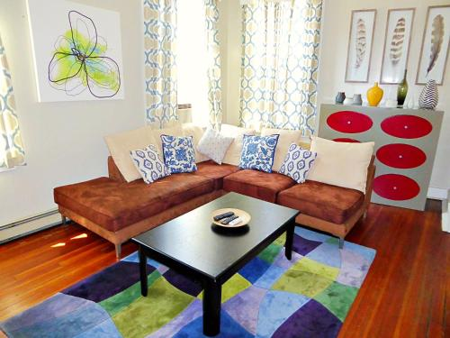 A seating area at Boston Huge 1 BR Best Location (H2B)
