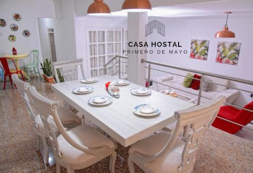 A restaurant or other place to eat at Casa hostal primero de mayo