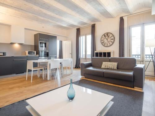 A seating area at Rent Top Apartments Rambla Catalunya