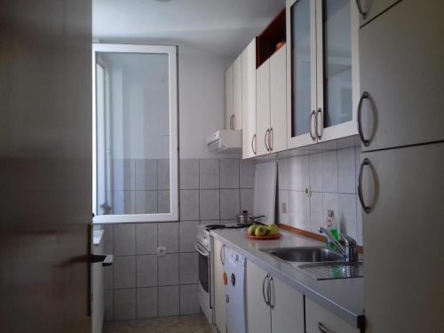 A kitchen or kitchenette at Apartman Mostar Centar 2