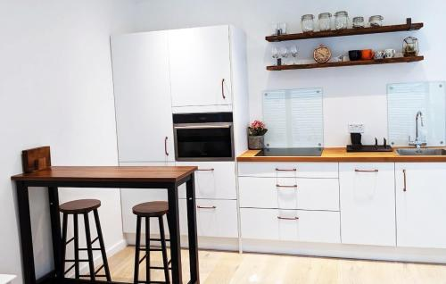 A kitchen or kitchenette at Lavender · 1 Bedroom newly built private Bungalow
