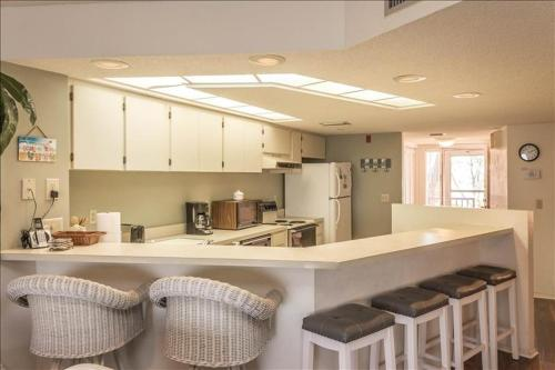 A kitchen or kitchenette at Coquina Moorings - 205 Home