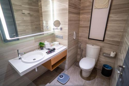 A bathroom at Fraser Place Puteri Harbour