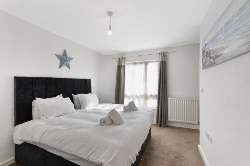 A bed or beds in a room at Valentis Executive Housing Harlow/Stansted Airport