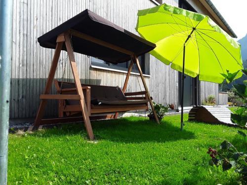 Ein Garten an der Unterkunft Appartment Hirschberg