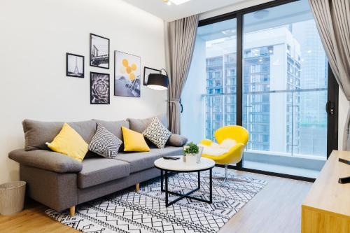 Luxury 2BR Apartment @ Vinhomes Metropolis Hanoi