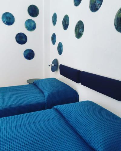 A bed or beds in a room at Hotel Pelaghea