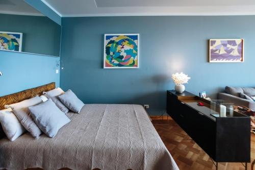 A bed or beds in a room at Promenade des Anglais - Studio suite seaside