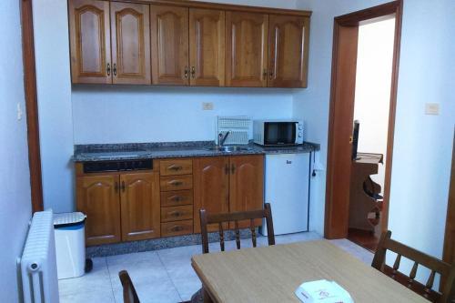 A kitchen or kitchenette at Apartamento Edif.Planeta 2º Centro