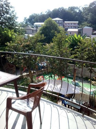 Балкон или терраса в Oazis Na Molodezhnoy Guest House