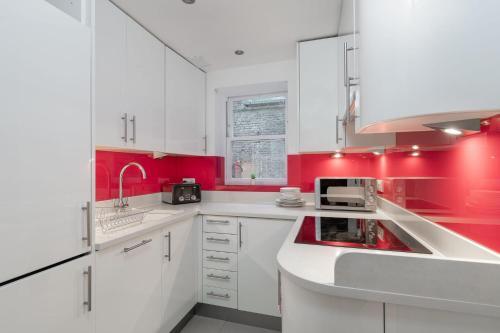 Küche/Küchenzeile in der Unterkunft Luxury Marylebone Apartment, Baker Street