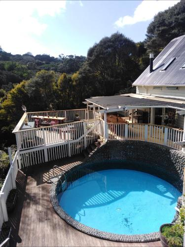 The swimming pool at or near Hekerua Lodge Backpackers