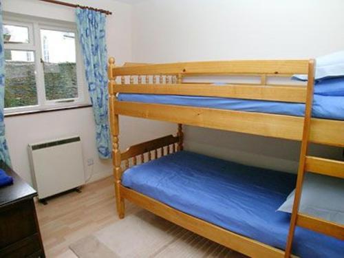 Двухъярусная кровать или двухъярусные кровати в номере Chy-An-Ula - W42461