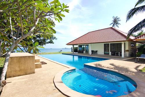 A piscina localizada em Sunset Beach House ou nos arredores