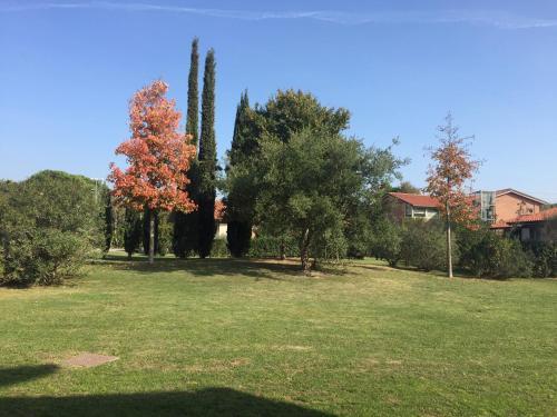 A garden outside Residence San Rossore