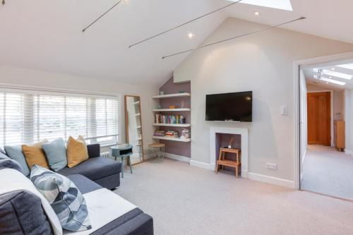 A seating area at Stunning 1 Bed Apt, Sleeps 4 nr Notting Hill