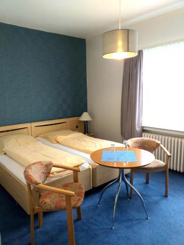 Ein Bett oder Betten in einem Zimmer der Unterkunft Der Quellenhof