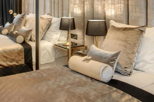 A bed or beds in a room at Hotel Posh