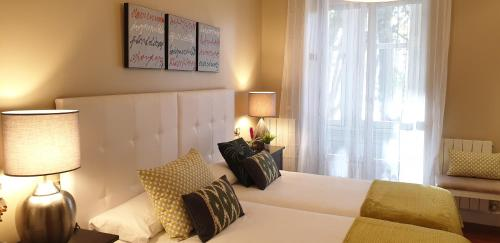 A bed or beds in a room at Arenal View by Forever Rentals
