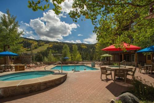 The swimming pool at or close to Dakota Lodge 8481
