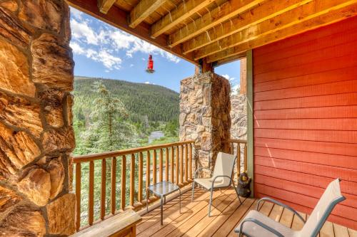A balcony or terrace at Hidden River Lodge 5975