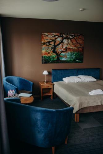 Gulta vai gultas numurā naktsmītnē Comfort Hotel Kuldiga