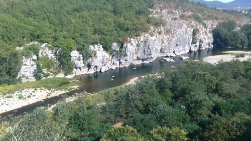 Vue panoramique sur l'établissement Location de gites Les Sources Chambonas/Les Vans