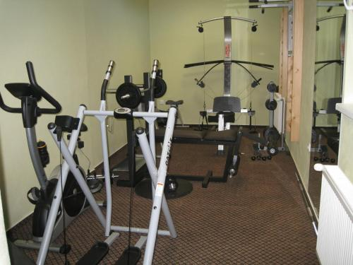 The fitness center and/or fitness facilities at Penzión - Tempo