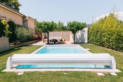 The swimming pool at or close to L'ancien poulailler- The Old Hen House